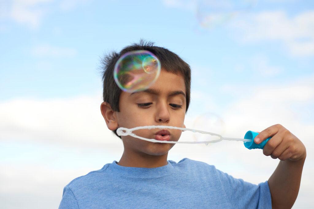 Bubble Wands Made Easy   Varitas sencillas para hacer burbujas